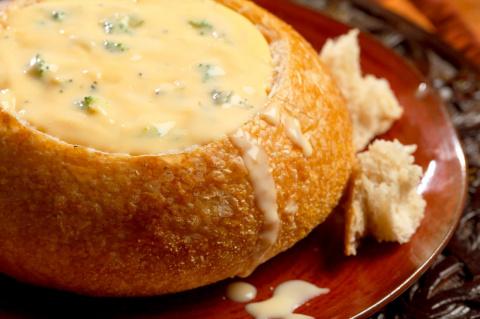 Ароматный суп из сыра и чеснока