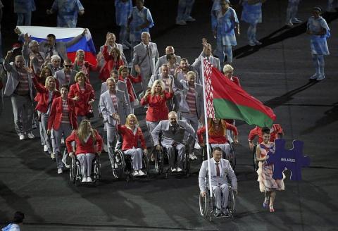 IPC проведет расследование в отношении белорусов за вынос российского флага