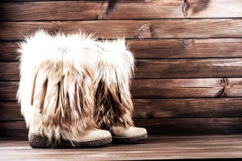 Модный тренд: угги мехом наружу