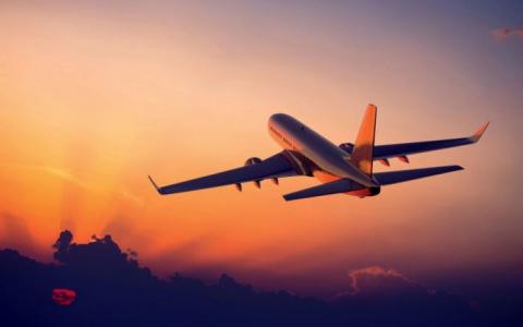 """Говорит капитан самолёта: """"Дамы и господа, вас ждет приятная поездка! Расслабьтесь и...о, Боже!..."""""""