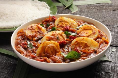 Яйца в томатном соусе с кари – оригинальный рецепт