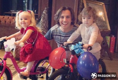 Совсем взрослые: Максим Галкин показал новые фотографии детей