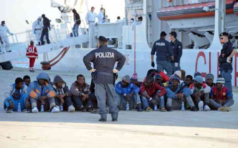 В Италии власти отбирают жил…