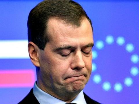 Не забудет и не простит! Что если опальный Медведев вновь вернется в силу?
