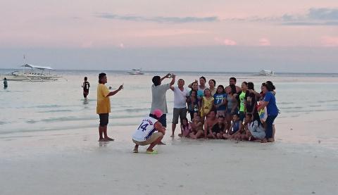 Как выглядит пляж на Филиппинах в воскресенье