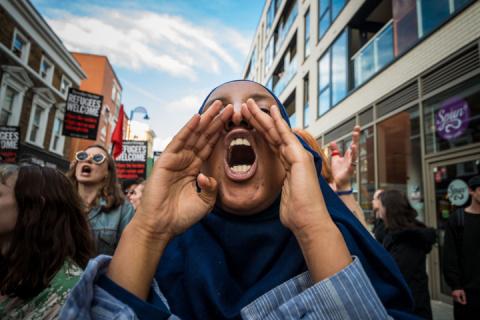 Мигранты в Британии: Белые должны убраться