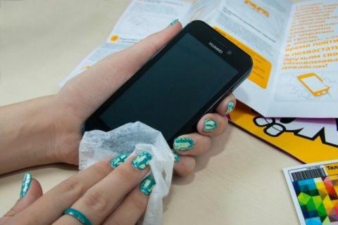 Как убрать царапины с экрана телефона