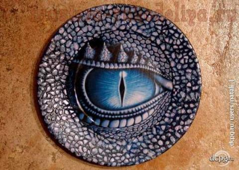Интерьерная тарелка «Драконы зимних ночей». Мастер-класс по декупажу на стекле
