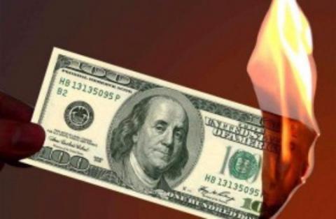 Россия начала масштабную кампанию по удушению доллара