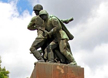 Польша приняла закон о сносе всех памятников Красной армии