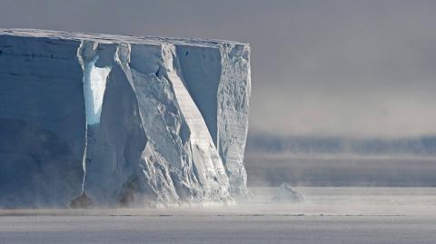Айсберг весом 1 трлн т откол…