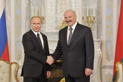 Кто отрывает Беларусь от России?