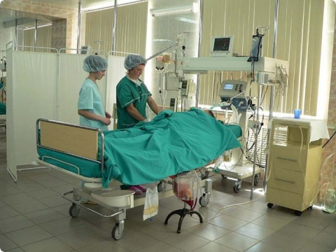 Мужика привезли после операц…