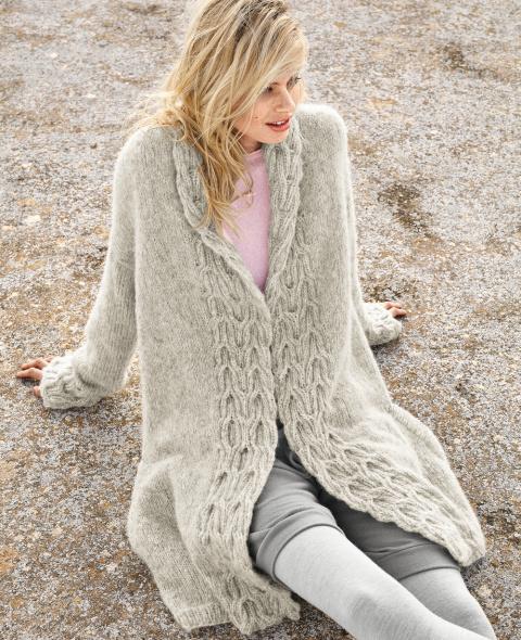 Пальто с рельефным узором спицами