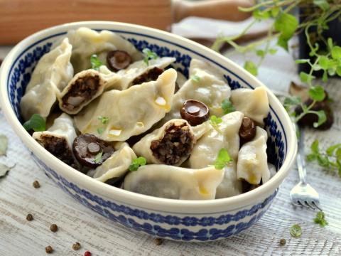 Рецепты по четвергам. Клёцки, ньокки, галушки, вареники. Вареники с мясом (вып. 3)