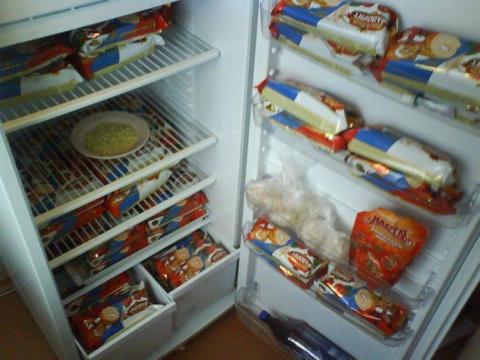 В общаге вся еда была в холодильнике общая, пока не подселили немца…