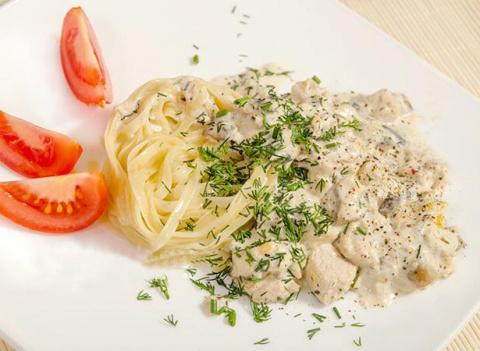 Курица с грибами в сырном соусе - готовится быстро, получается сказочно!