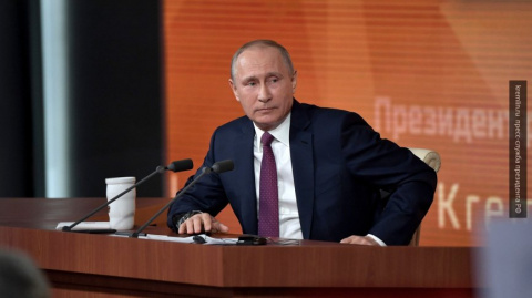 Bloomberg: Путин общается с …