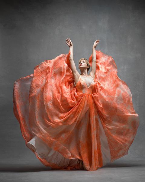 Застывший полет: невероятные фотографии девушек  балета в танце