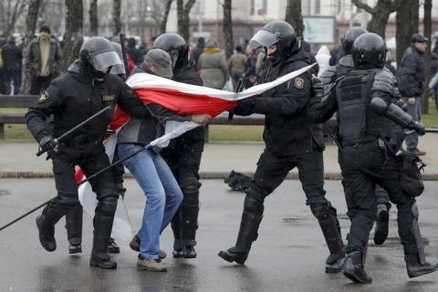 Лукашенко раздавил белорусск…