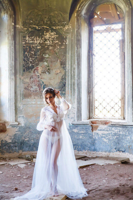 В Татарстане модель в прозрачном платье устроила фотосессию в храме, СК начал проверку