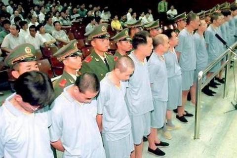 Как расправляется Китай с ворами, бежавшими на Запад?