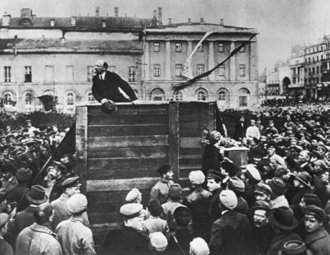 Почему большевики так легко …