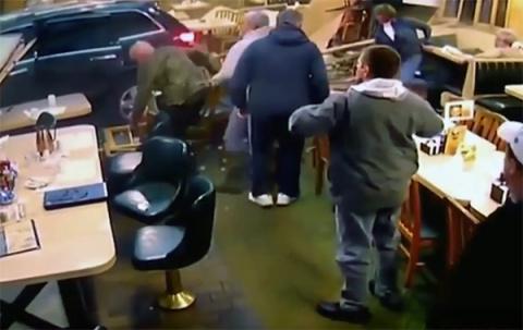 Бабушка на джипе въехала в ресторан