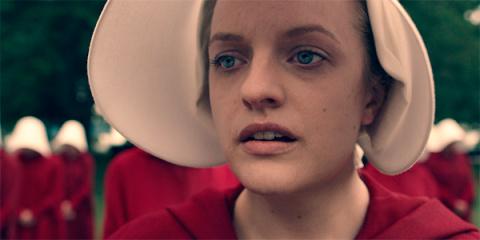 Трейлер дня: Элизабет Мосс во втором сезоне сериала «Рассказ служанки»