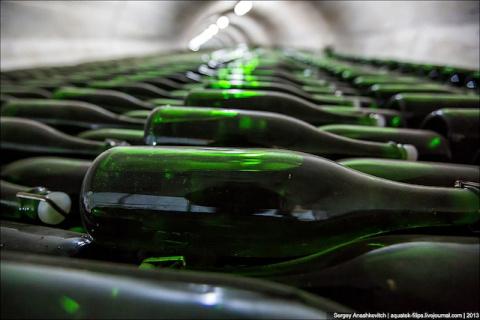 7 километров  бутылок шампанского