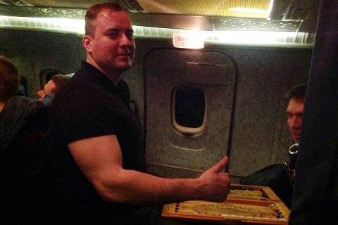 Солист хора ансамбля Александрова перед вылетом отправил любимой фото из самолёта
