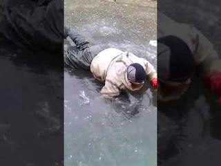 Зимняя рыбалка - ловля сомов руками