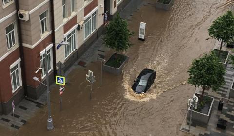Москва утонула после жуткой бури