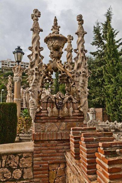 Фантастический замок Коломар…