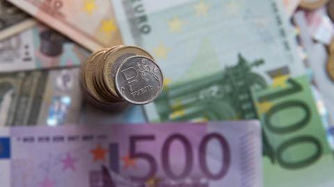 Курс евро превысил 69 рублей…