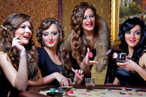 Чем привлекает женщин игра в…