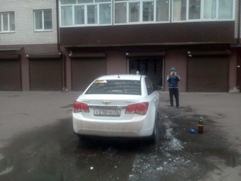 Экономный автовладелец. Мойка машины во дворе