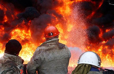 Разлив нефти под Саратовом: из-за прорыва трубопровода сгорели жилые дома