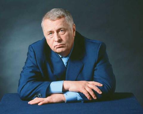 Жириновский отказался от деп…