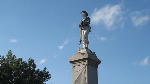Вандалы в США громят кладбищ…