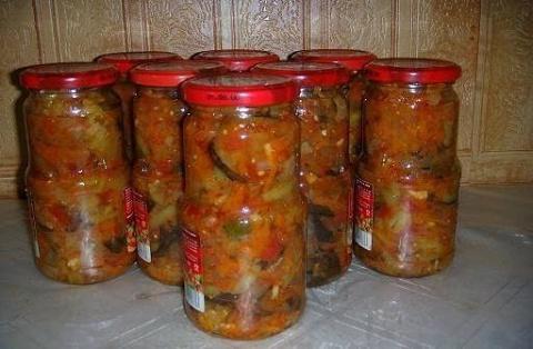 """Салат """"Десятка"""" - одна из самых популярных заготовок на зиму в России!"""
