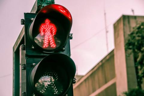 Стою на пешеходном переходе в Германии, а светофор сломался…