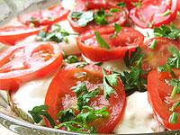 Салат из кабачков и помидор.