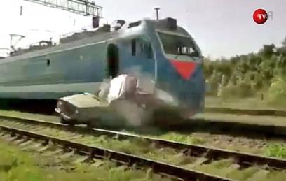 На Кубани поезд разнес застр…