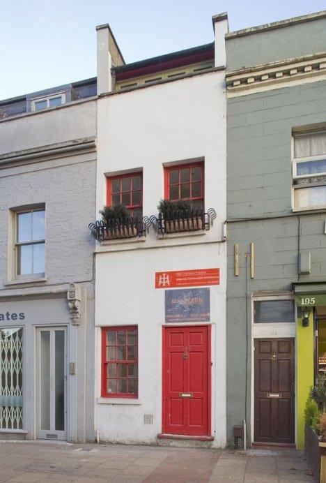 Этот лондонский домик в ширину всего 2,3 метра. Но ты обомлеешь, когда в него заглянешь…