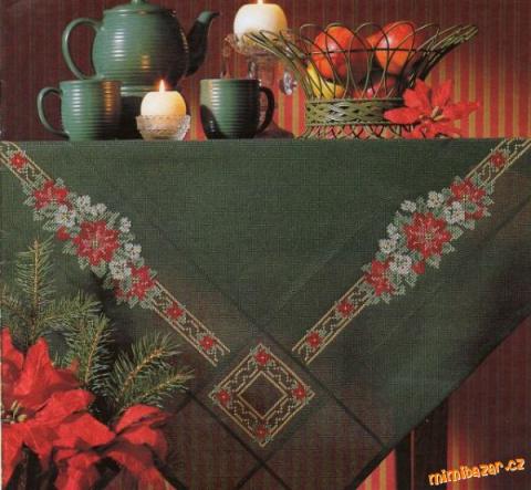 Зеленая скатерть с вышивкой
