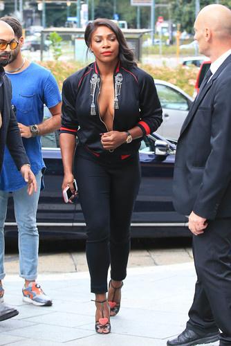 Серена Уильямс с голой грудь…