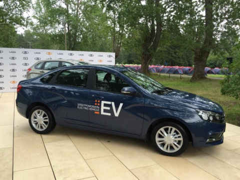 АВТОВАЗ представил электромобиль на базе LADA Vesta