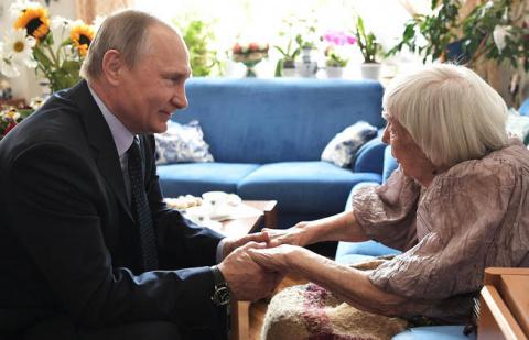 Чего тебе надобно, старуха Алексеева? – спросил Путин. Ответ ее потряс всех