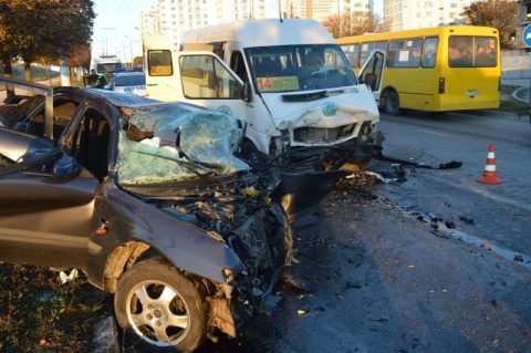 В Севастополе на улице Руднева Mazda врезалась в маршрутку